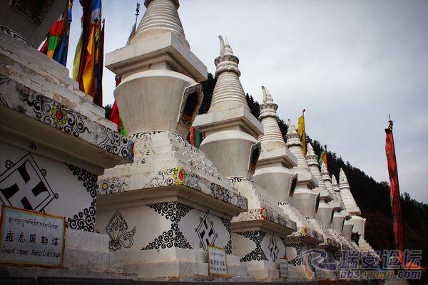 九宝莲花菩提佛塔 佛塔是藏传佛教的象征
